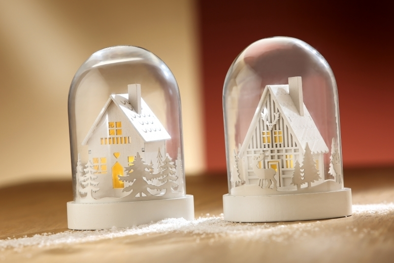 LED-Haus in Glasglocke